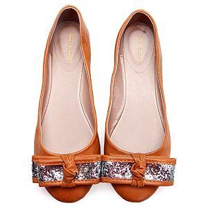 Shoes&More Sekola