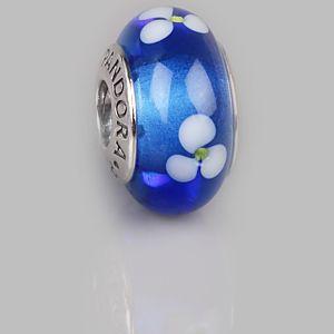 Pandora    Koyu Mavi Beyaz Çiçekli Charm