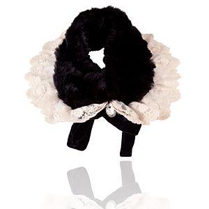 Siyah Kürklü Beyaz Dantelli Yaka