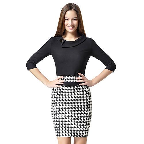 Shiera Siyah Beyaz Kazayağı Desenli Broşlu Elbise