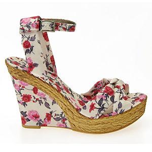 Colour Steps Beyaz Çiçek Desenli Dolgu Topuk Ayakkabı