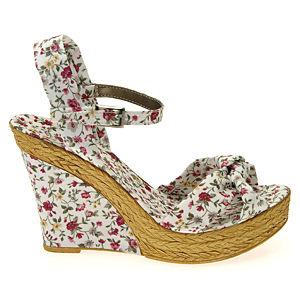 Colour Steps Kırmızı Pembe Çiçekli Dolgu Topuklu Ayakkabı