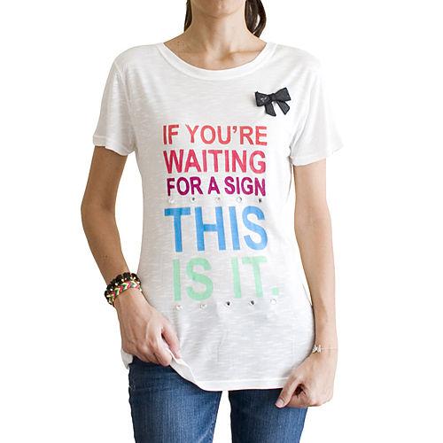 2bTrendy Renkli Yazılı Broşlu Krem T-Shirt