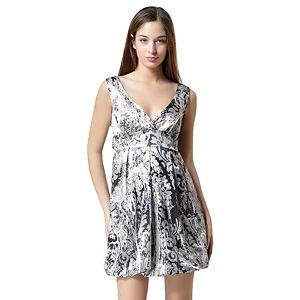 V Yaka Siyah Beyaz Askılı Elbise